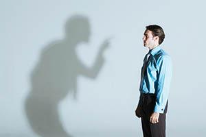 چگونه انتقاد کنیم؟ روش صحیح انتقاد سازنده