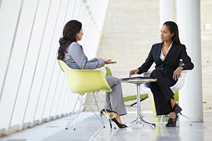 آیا خانم ها می توانند صحبت های کوتاه قبل از مذاکره را نادیده بگیرند؟