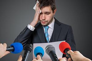 ترس از صحبت در جمع چه دلایلی دارد؟
