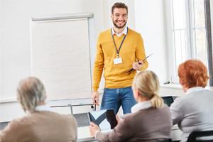 سخنرانی در محل کار ، ترسناک یا جذاب؟! چگونه در محل کارمان سخنرانی کنیم؟